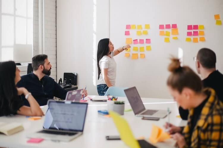 O clima organizacional está diretamente ligado à satisfação e rendimento dos colaboradores